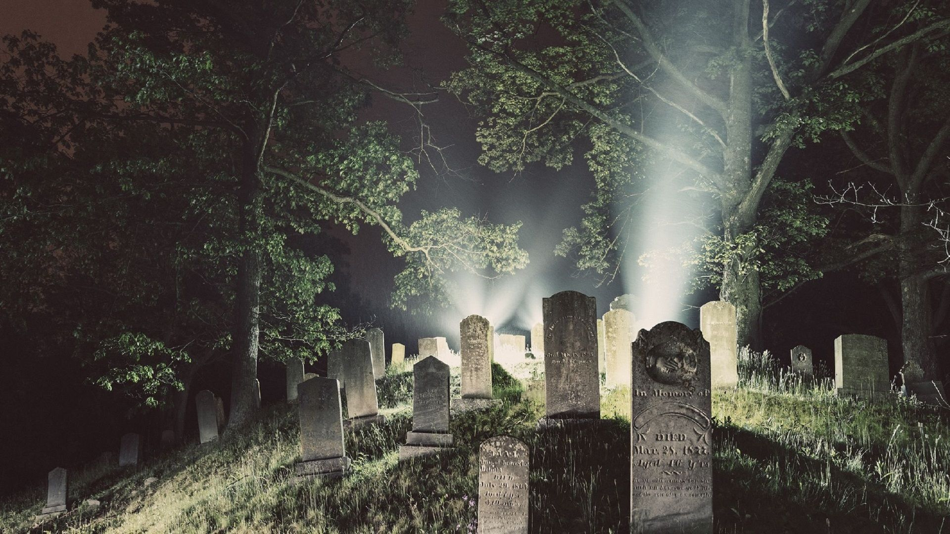 5 Most Haunted Cemeteries in Illinois