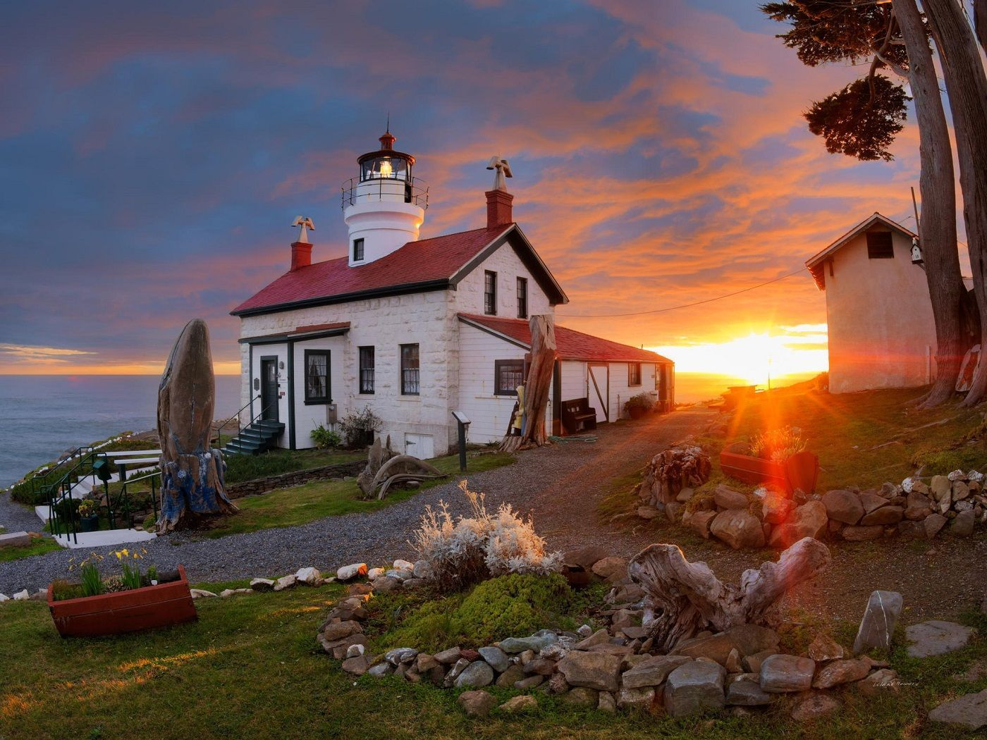 ca-battery-point-light-house-haunted-journeys