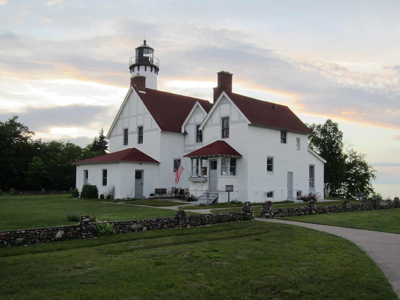 mi-point-iroquois-light-station--haunted-journeys