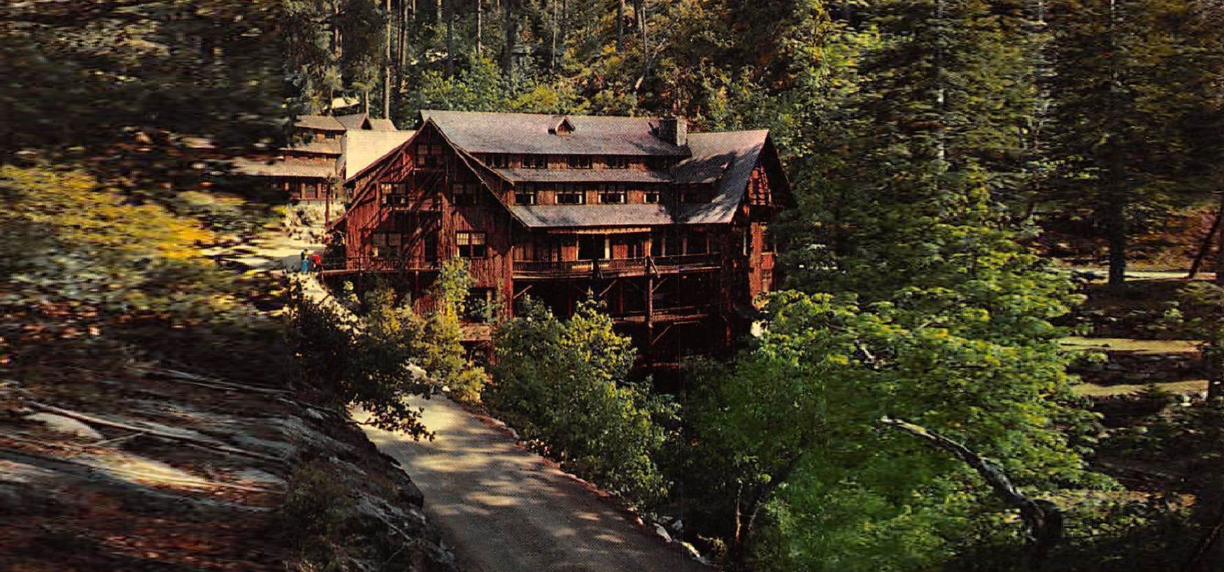 or-chateau-at-the-oregon-caves-00-haunted-journeys