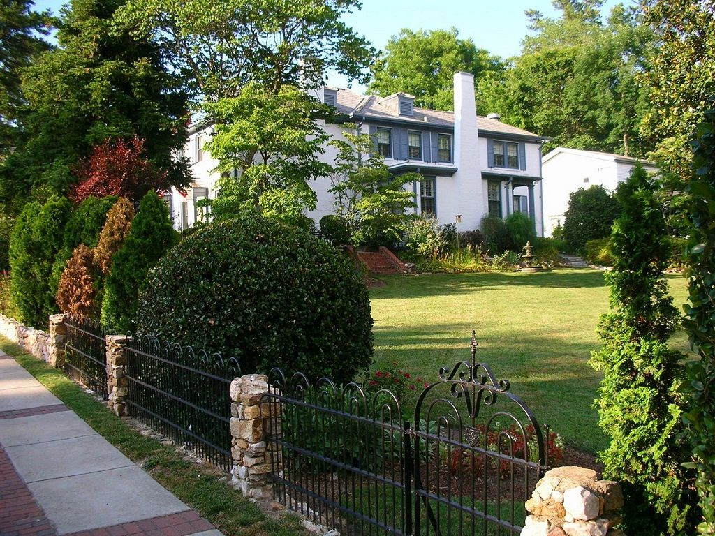 nc-fuquay-mineral-spring-inn-and-garden-haunted-journeys