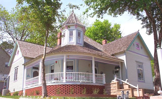ar-the-queen-ann-house-haunted-journeys