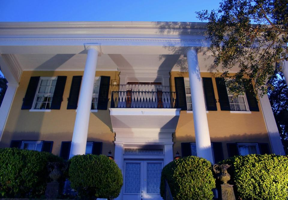 ms-anchuca-historic-mansion-and-inn-haunted-journeys