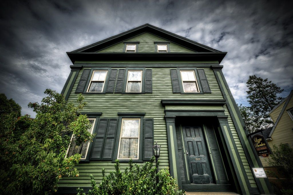 ma-lizzie-borden-bed-and-breakfast-haunted-journeys