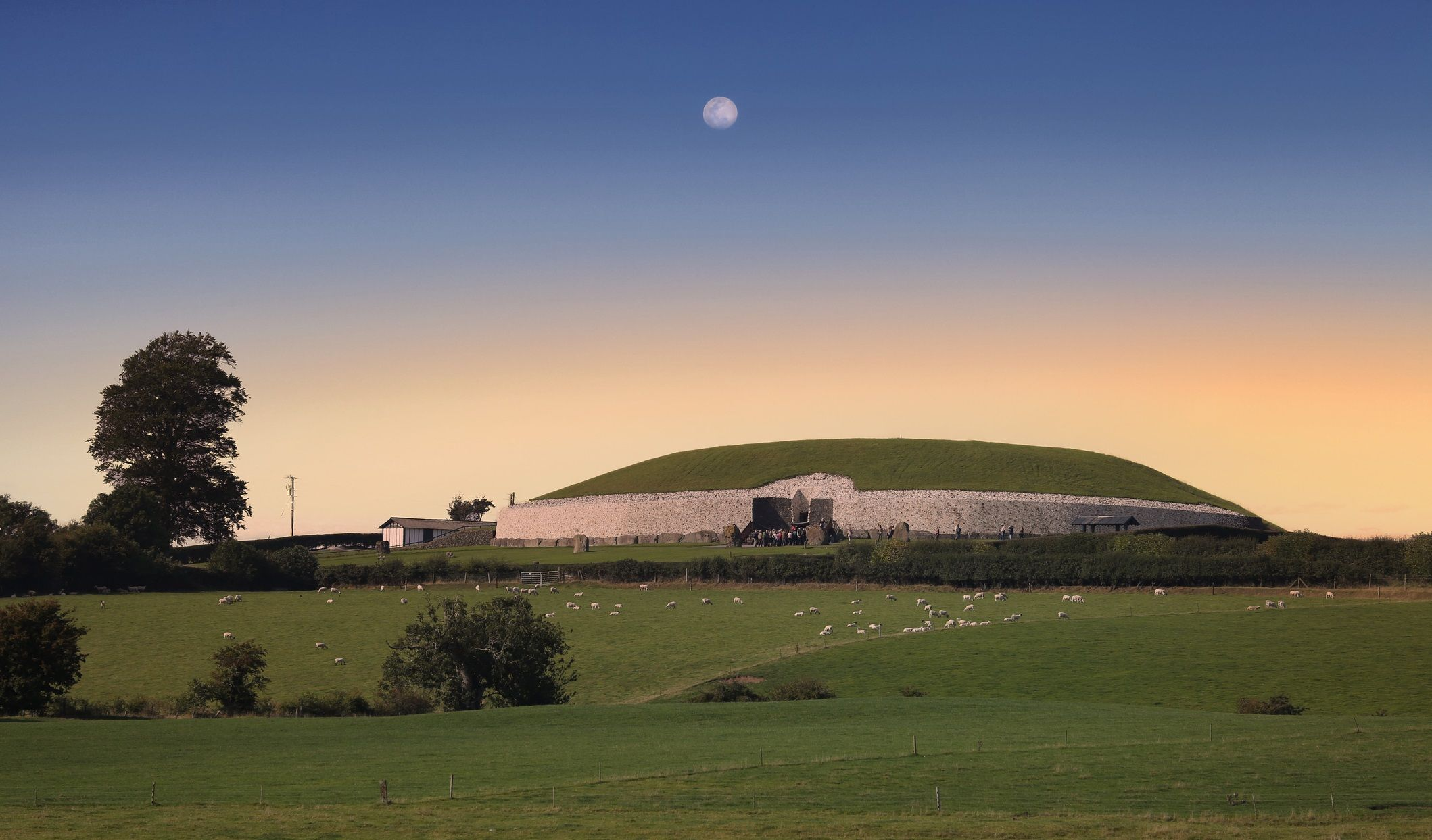 newgrange-megalithic-underground-passage-tombs---haunted-ireland-dreamstimem162123433